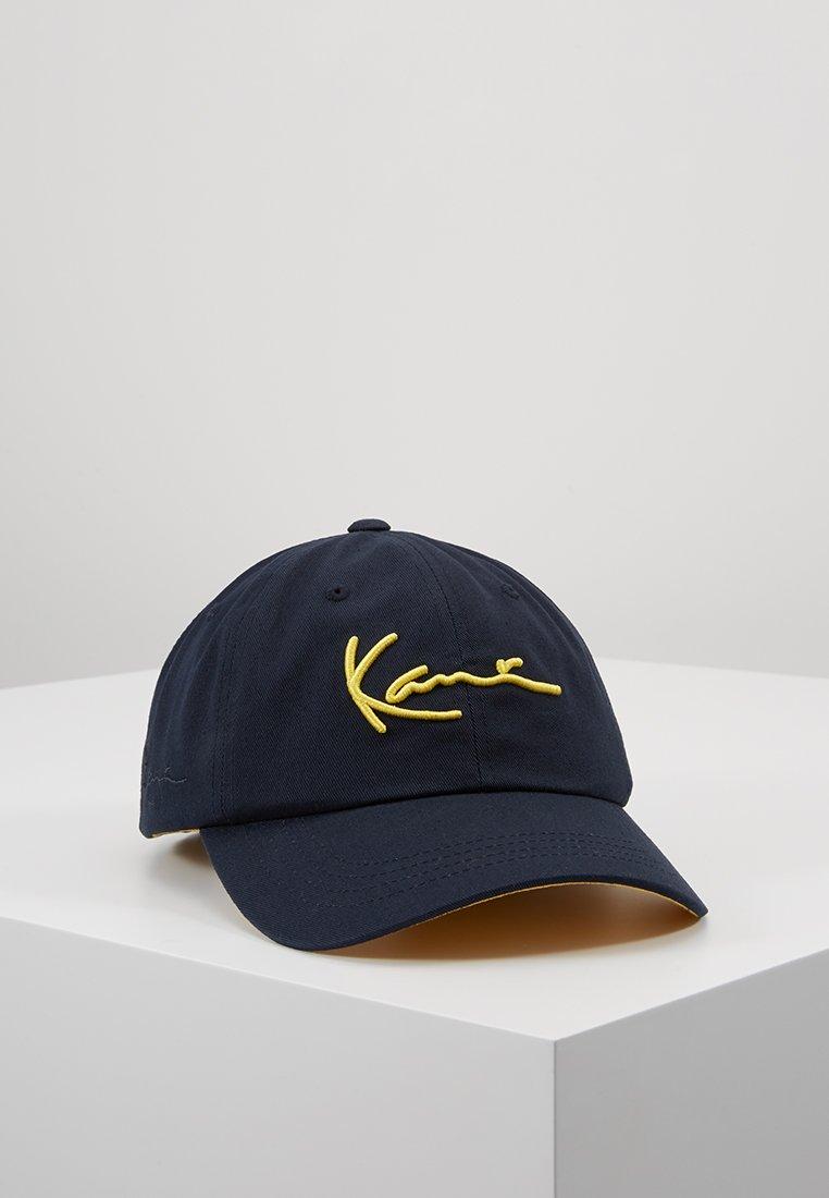 Karl Kani - SIGNATURE CURVED CAP - Cap - navy/yellow
