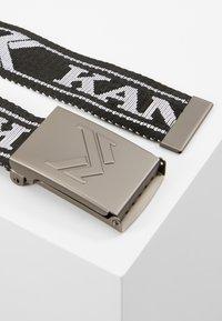 Karl Kani - COLLEGE BUCKLE BELT - Pásek - black/white - 3
