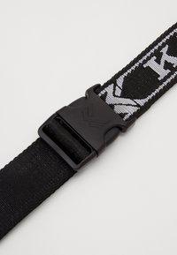 Karl Kani - COLLEGE CLICK BELT  - Belt - black - 2