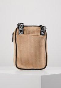 Karl Kani - MESSENGER BAG - Across body bag - camel/black - 3