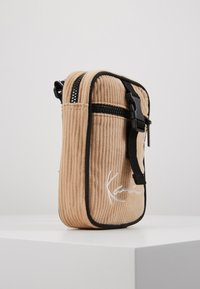 Karl Kani - MESSENGER BAG - Across body bag - camel/black - 4
