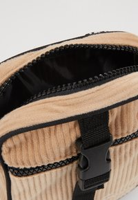 Karl Kani - MESSENGER BAG - Across body bag - camel/black - 5