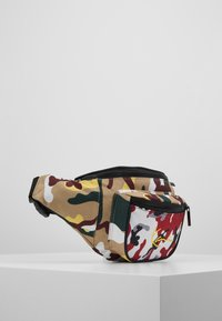 Karl Kani - SIGNATURE TAPE WAIST BAG - Bæltetasker - burgundy/white/black/yellow - 3