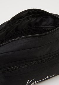 Karl Kani - KK SIGNATURE TAPE HIP BAG - Bum bag - black/white - 4
