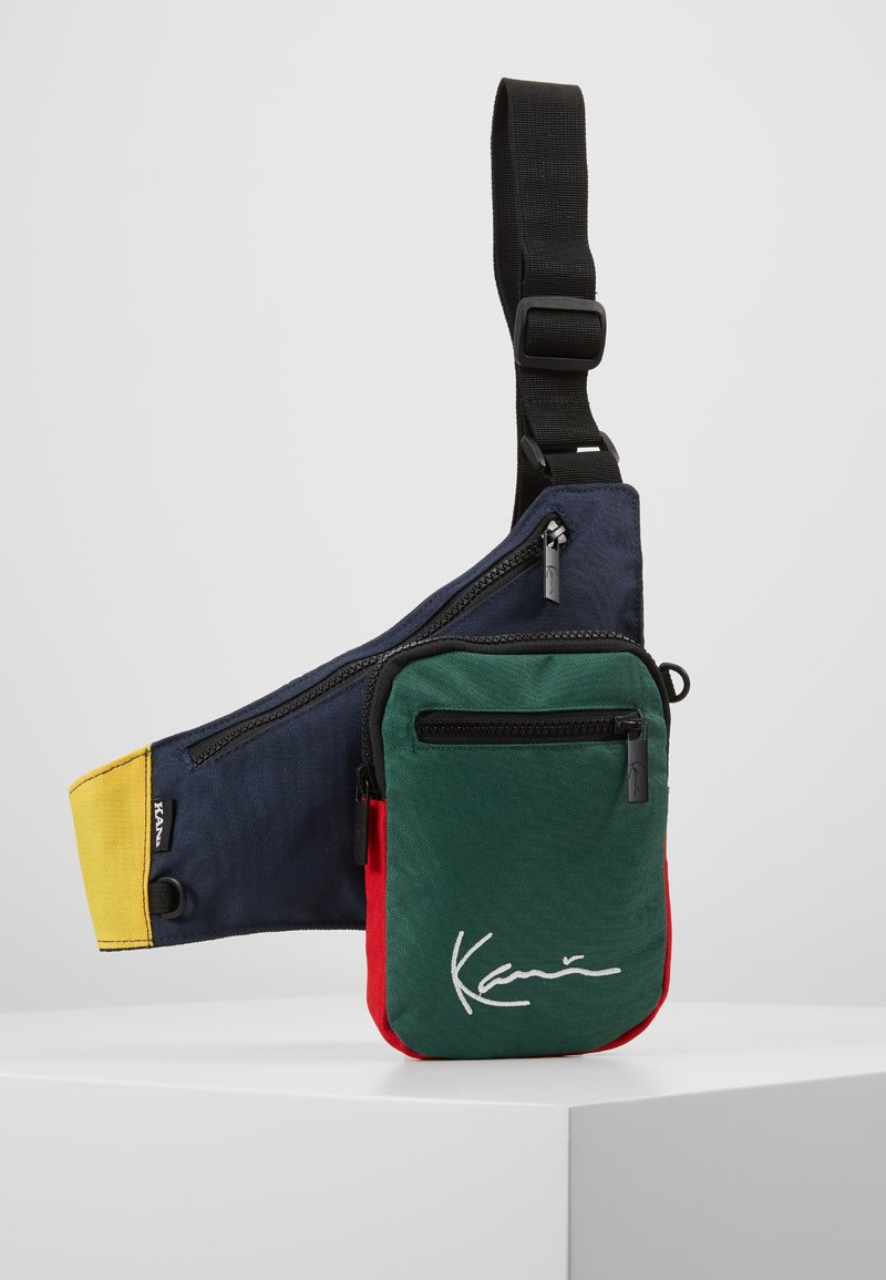 Karl Kani - SIGNATURE BLOCK BODY BAG - Ledvinka - navy/green/yellow/red