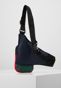Karl Kani - SIGNATURE BLOCK BODY BAG - Ledvinka - navy/green/yellow/red - 3