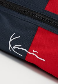 Karl Kani - SIGNATURE BLOCK HIP BAG - Ledvinka - navy - 3
