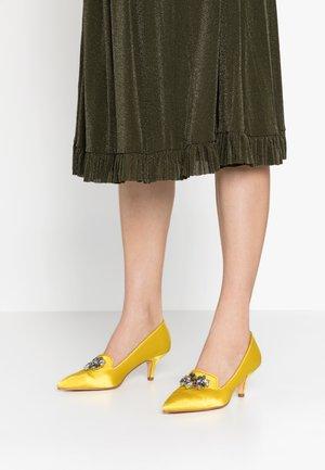 Classic heels - yellow
