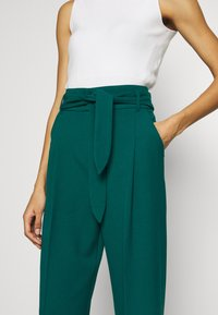 King Louie - PANTS TUILLERIE - Stoffhose - para green - 5
