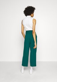 King Louie - PANTS TUILLERIE - Stoffhose - para green - 2