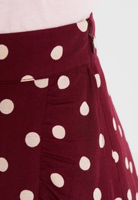 King Louie - RUFFLE SKIRT - Zavinovací sukně - windsor red - 4