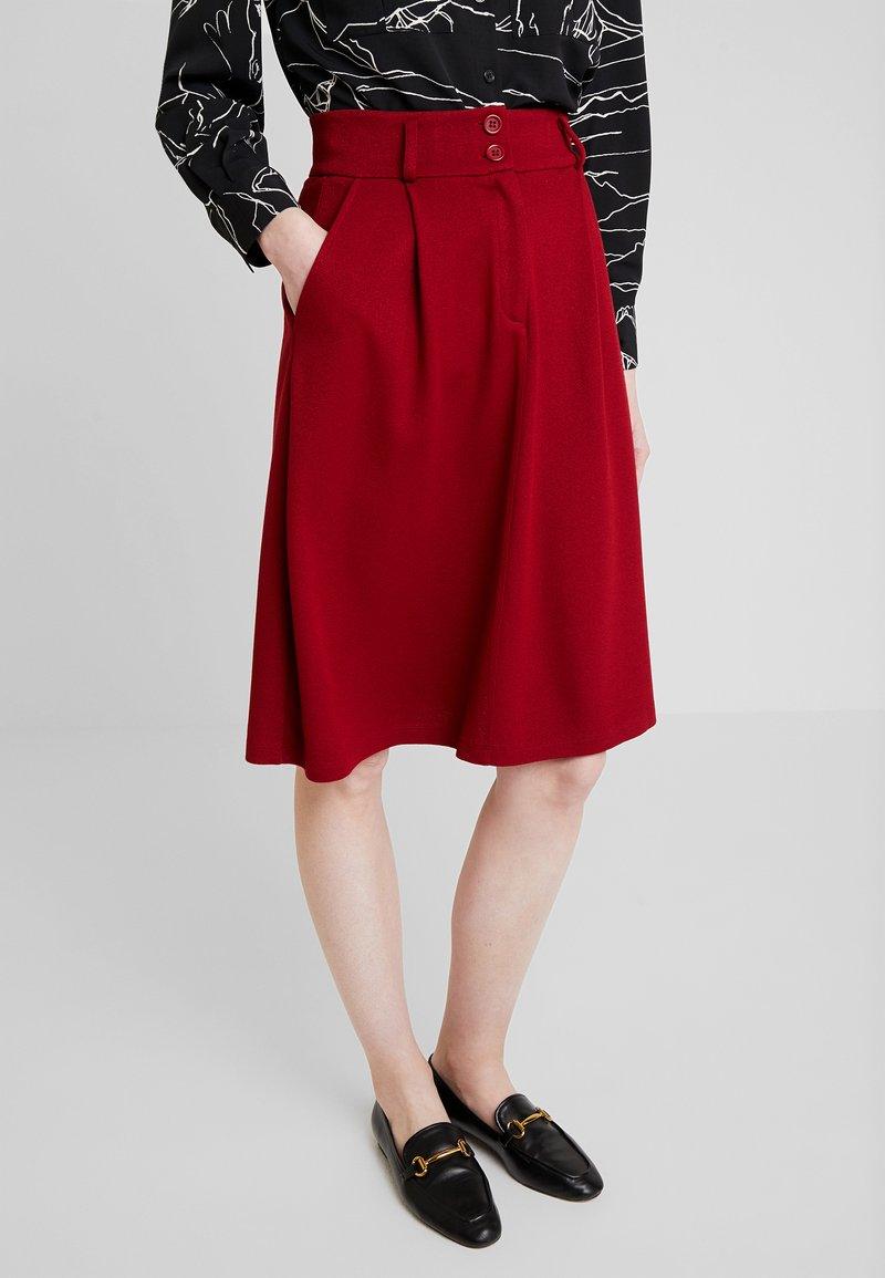 King Louie - AVA SKIRT MILANO CREPE - A-linjainen hame - true red