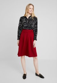 King Louie - AVA SKIRT MILANO CREPE - A-snit nederdel/ A-formede nederdele - true red - 1