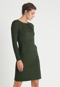 King Louie - MONA DRESS LOOPY - Sukienka z dżerseju - grass green - 0