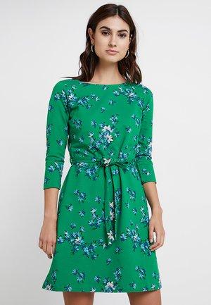ZOE DRESS AMALFI - Vapaa-ajan mekko - fern green