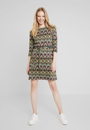 ZOE DRESS SKYE - Korte jurk - posey green