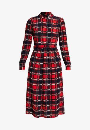 OLIVE DRESS ECOSSE - Skjortekjole - fiery red