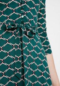 King Louie - EMMY DRESS SCOPE EXCLUSIV - Sukienka z dżerseju - pine green - 4