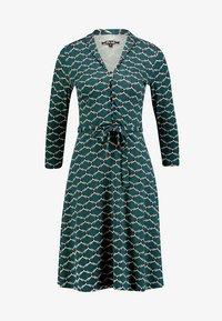 King Louie - EMMY DRESS SCOPE EXCLUSIV - Sukienka z dżerseju - pine green - 3