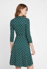 King Louie - EMMY DRESS SCOPE EXCLUSIV - Sukienka z dżerseju - pine green - 2
