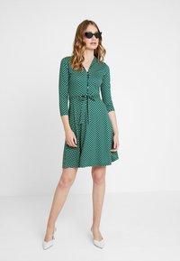 King Louie - EMMY DRESS SAFFRON EXCLUSIV - Blusenkleid - green - 1