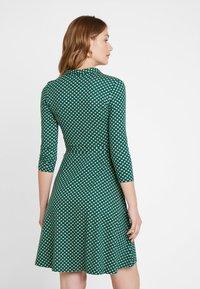 King Louie - EMMY DRESS SAFFRON EXCLUSIV - Blusenkleid - green - 2