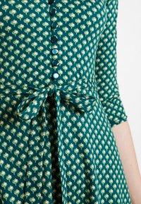 King Louie - EMMY DRESS SAFFRON EXCLUSIV - Blusenkleid - green - 4