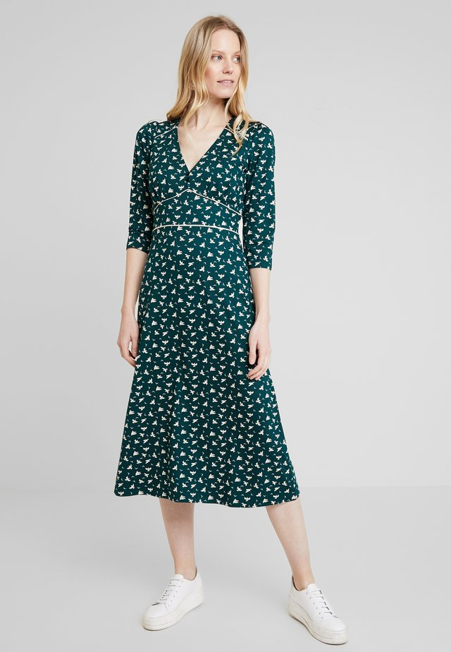 LYNN DRESS BIRDIE - Jerseykleid - pine green