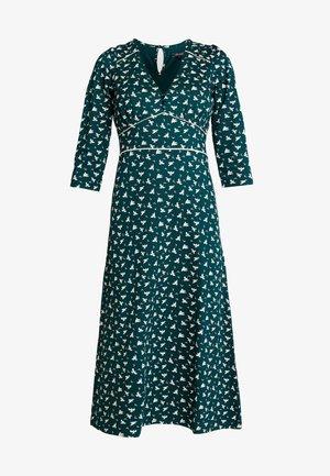LYNN DRESS BIRDIE - Žerzejové šaty - pine green
