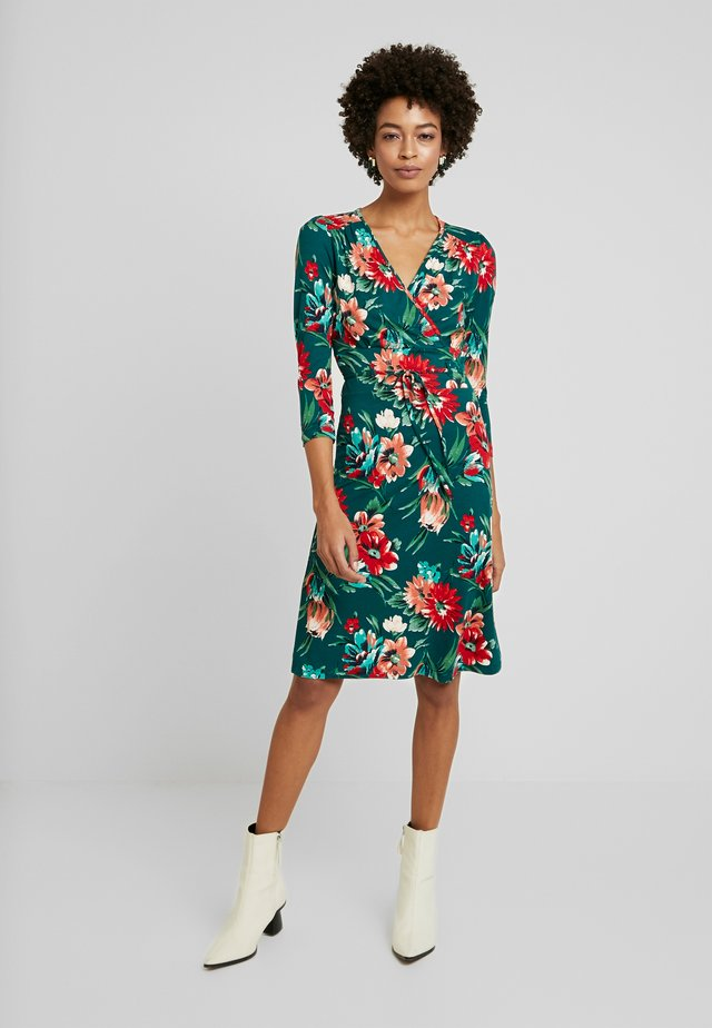 CECIL DRESS BLUEBELL - Jerseyklänning - dragon fly green