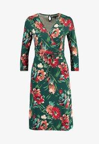 King Louie - CECIL DRESS BLUEBELL - Žerzejové šaty - dragon fly green - 4