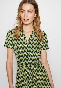 King Louie - SHEEVA DRESS NAMASTE - Jerseykjole - spar green - 4