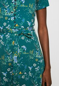 King Louie - EMMY DRESS GRIFFIN - Jersey dress - dragonfly green - 4
