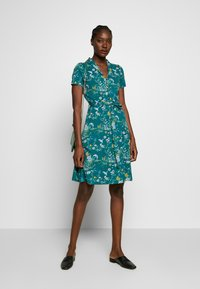 King Louie - EMMY DRESS GRIFFIN - Jersey dress - dragonfly green - 1
