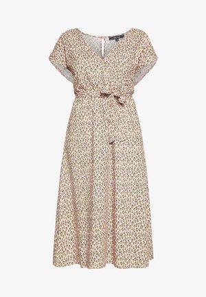DORIS DRESS PANTHERA - Denní šaty - granny pink