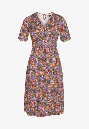 CECIL DRESS BAHAMA - Žerzejové šaty - apple pink