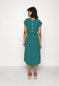 King Louie - VERA LOOSE FIT DRESS DOMINO DOT - Denní šaty - antique green - 2