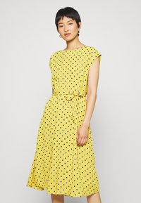 King Louie - BETTY DRESS LOOSE FIT - Denní šaty - curry yellow - 0