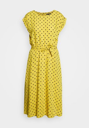 BETTY DRESS LOOSE FIT - Košilové šaty - curry yellow