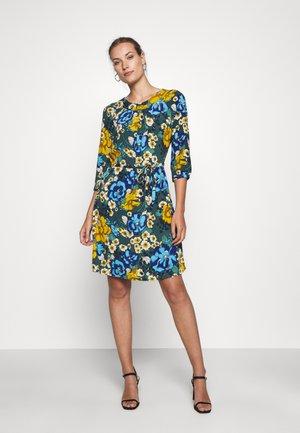 SHIRLEY DRESS - Freizeitkleid - pine green