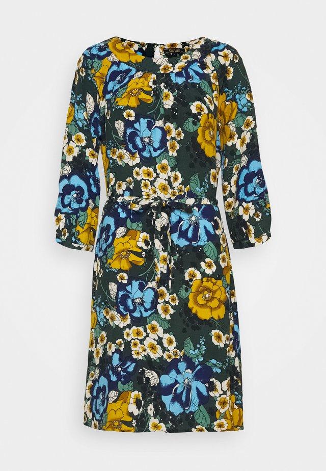 SHIRLEY DRESS - Vapaa-ajan mekko - pine green