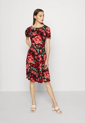 BETTY DRESS KIMORO - Jerseykjole - chili red