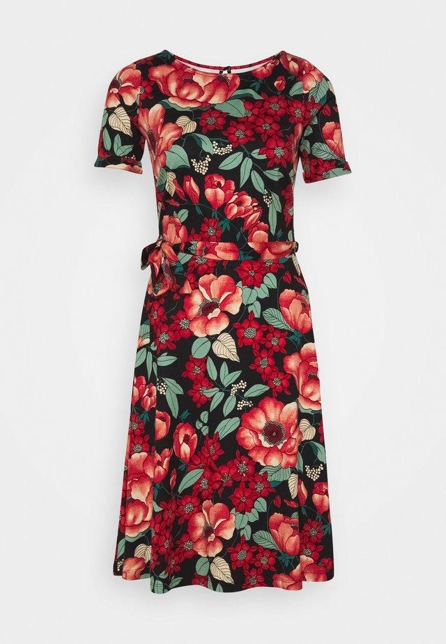 BETTY DRESS KIMORO - Jerseyjurk - chili red