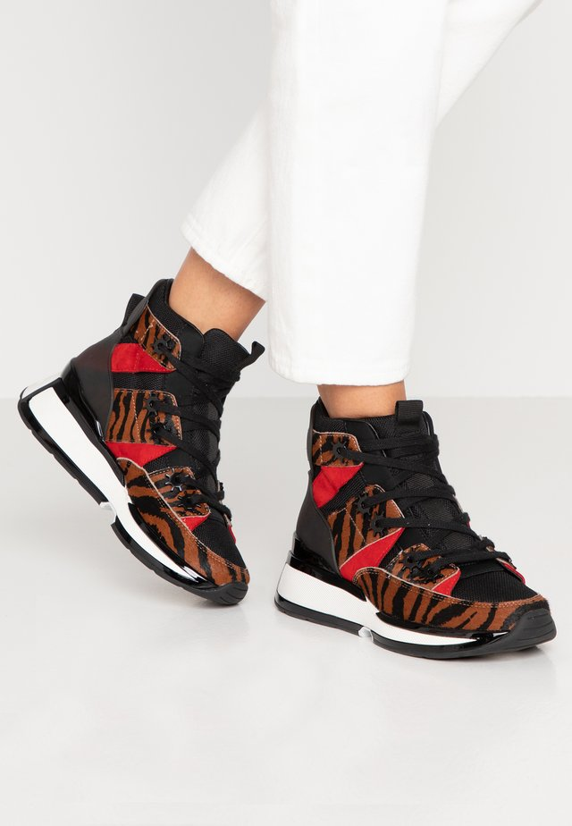 KEISHA - Höga sneakers - tan