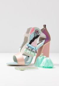 Kat Maconie - AYA - Sandály na vysokém podpatku - pebble/multicolor - 7