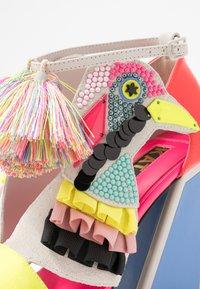 Kat Maconie - AYA - Sandály na vysokém podpatku - colour pop - 2