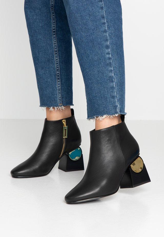 SOLANGE - Korte laarzen - black