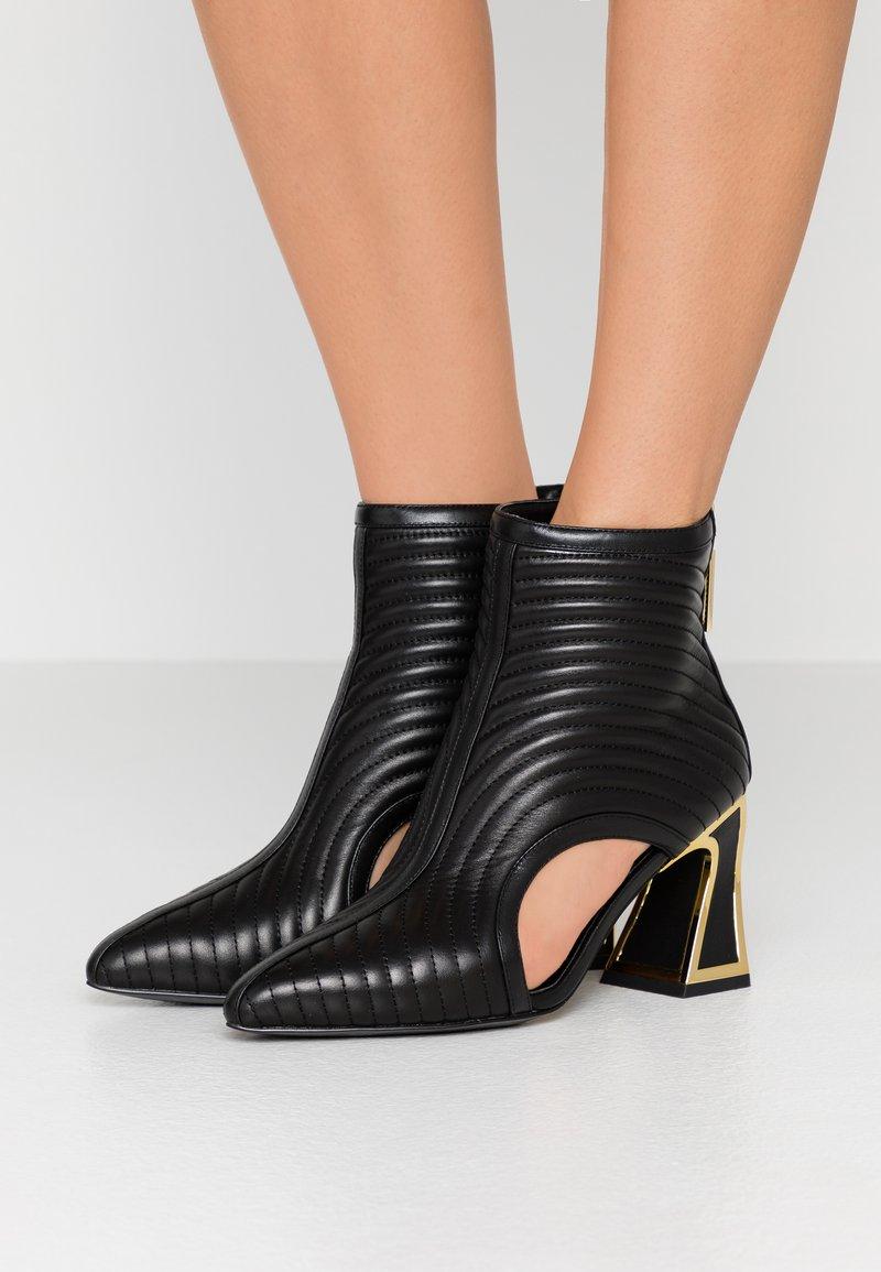 Kat Maconie - SITA - Kotníková obuv - black/gold