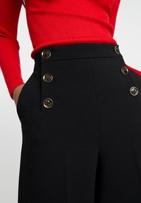 Karen Millen - SLEEK SHARP SUMMER COLLECTION - Trousers - black - 4