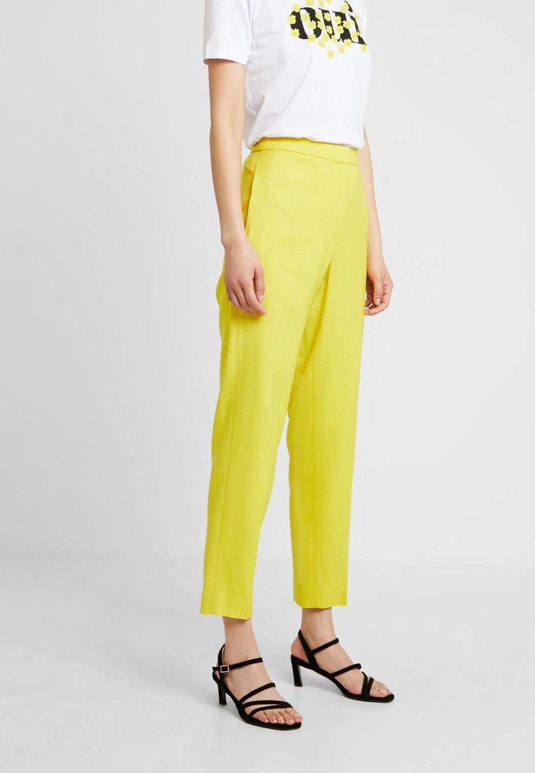 Karen Millen - SHARP SUMMER - Stoffhose - yellow